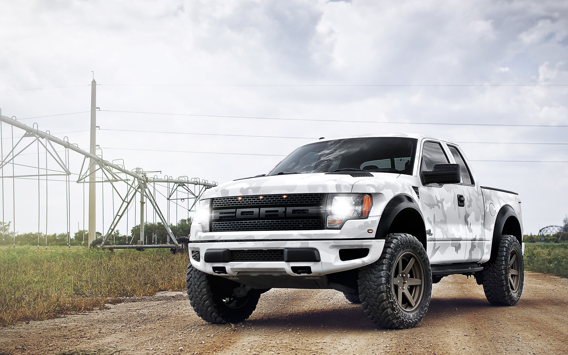 ford-raptor-35285-36092-hd-wallpapers